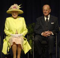Queen_Elizabeth_II_and_Prince_Philip_visiting_NASA_May_8_2007