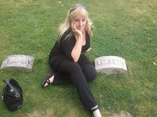 Lizzie's_grave_and_heather