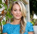 Kaley-Cuoco-hair-feathers